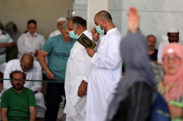 Les autorités religieuses égyptiennes ferment mosquées et églises
