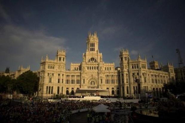 Vuelta - Primoz Roglic rijdt in het rood naar Madrid
