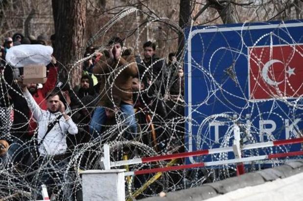 Opnieuw traangas ingezet tegen migranten aan Griekse grens