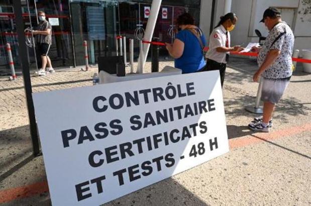 Coronacertificaat nu ook verplicht voor 1,8 miljoen werknemers in Frankrijk