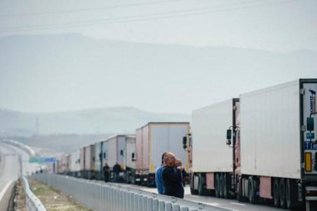 Grèce: 41 migrants découverts en vie dans un camion frigorifique