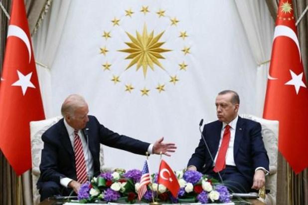 """Erdogan et Biden d'accord pour """"bâtir une coopération plus étroite"""""""