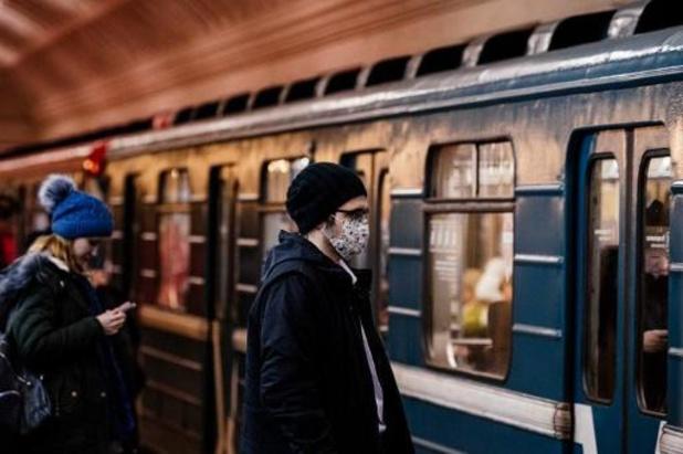 Moscou ferme les écoles et limite les rassemblements