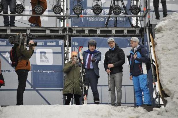 Bart De Wever opent Belgisch ski- en snowboardkampioenschap met vlotte afdaling