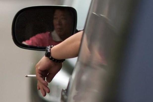 Kamer keurt rookverbod in wagen onder de achttien jaar goed plus wet tegen wraakporno