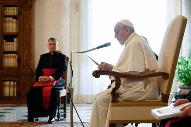 Paus Franciscus en paus emeritus Benedictus XV gevaccineerd