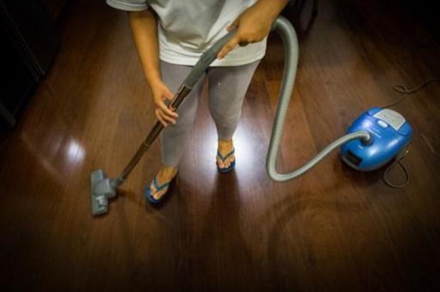 Vakbonden hekelen dat huishoudhulpen voorziene extra dagvergoeding van 2 euro niet krijgen
