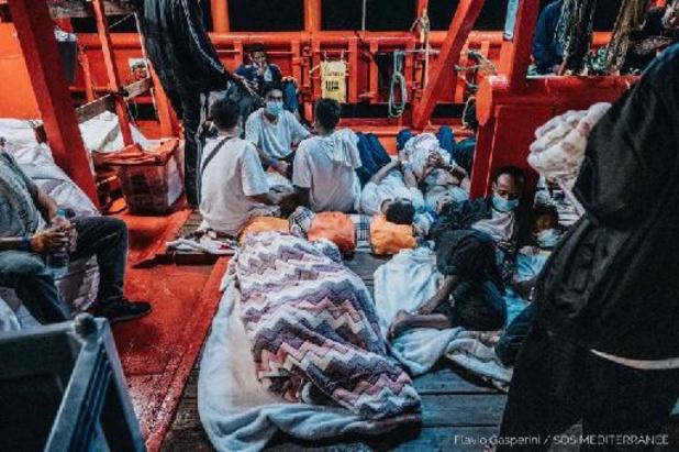 Méditerranée: l'Ocean Viking réclame à l'UE un port d'urgence pour débarquer 572 migrants