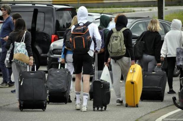 """""""Jongeren die toch met vliegtuig terugkeren uit Spanje riskeren boete"""""""