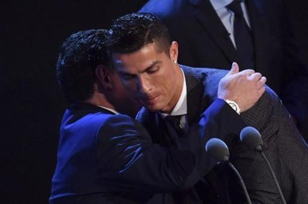 """Cristiano Ronaldo dit adieu à """"un génie éternel"""""""