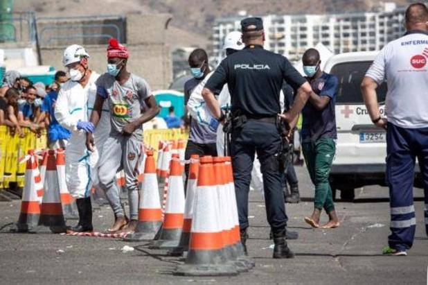 Près de 300 migrants débarquent en 24h aux Canaries, un mort