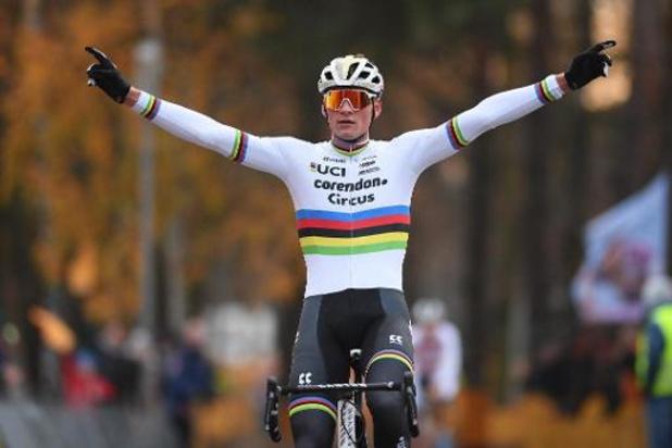 Mathieu van der Poel wint ondanks val opnieuw