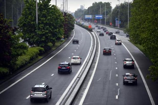 VAB waarschuwt voor drukkere wegen als mensen het openbaar vervoer niet durven nemen