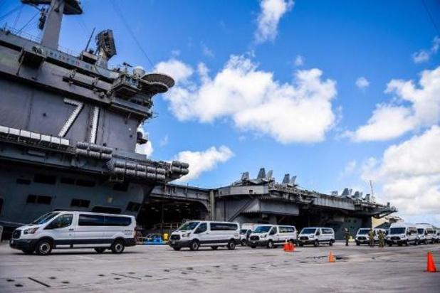 Bemanningslid op besmet Amerikaans vliegdekschip overleden