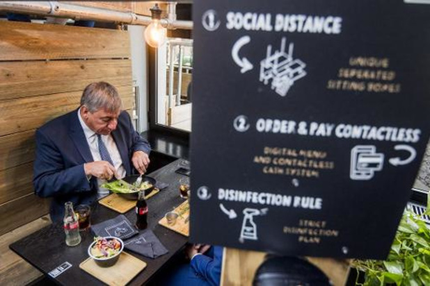 Vlaams minister-president Jambon steunt horeca meteen tijdens lunch in Brussel