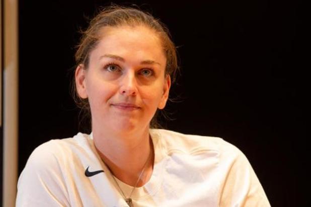 """Emma Meesseman: """"Je n'aurais jamais pensé peindre des impacts de balle sur un t-shirt"""""""