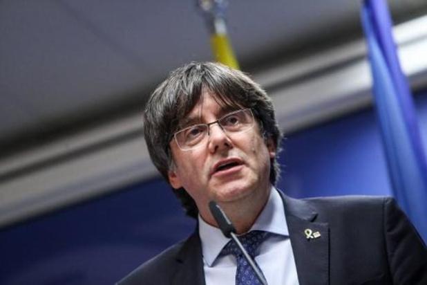 Le juge d'instruction suspend la procédure d'extradition contre Puigdemont et Comin