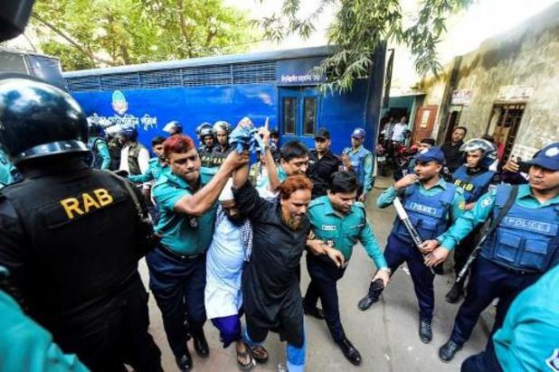 Zeven extremisten veroordeeld tot ophanging voor aanslag op café in Bangladesh