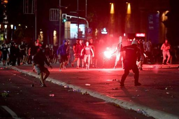 Tientallen arrestaties na bestorming Servisch parlement door kleine groep betogers