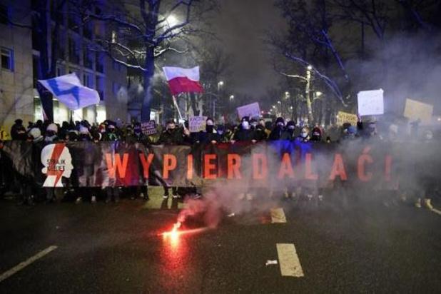 Pologne: des milliers de manifestants contre la quasi-interdiction de l'avortement