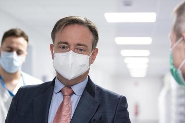 De Wever roept shoppers in videoboodschap op om regels te volgen