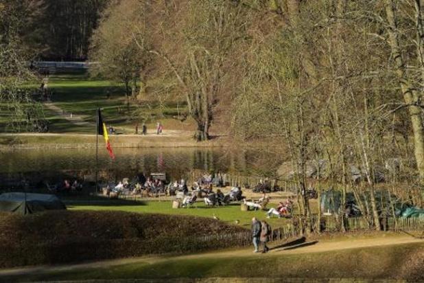Près de 100 procès-verbaux dressés vendredi par la police de Bruxelles-Ixelles