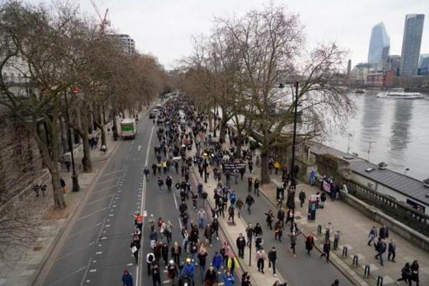 Coronavirus - Meer dan dertig mensen opgepakt bij protest tegen coronamaatregelen in Londen