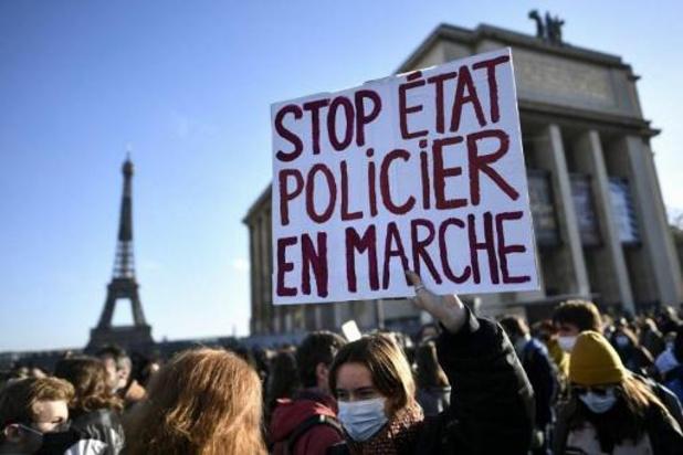 Frans protest tegen wet die verspreiding beelden van ordediensten strafbaar maakt