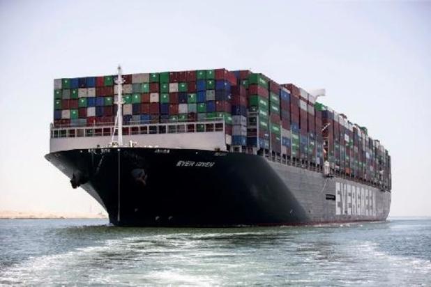 Ever Given zet koers van Suezkanaal naar Rotterdam
