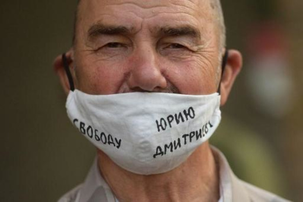 En Russie, l'historien du Goulag Dmitriev échappe à une lourde condamnation