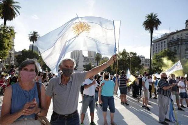 """Argentine: manifestations en réaction au scandale des """"vaccinations VIP"""""""