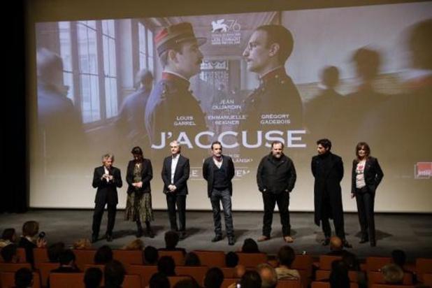 """Des féministes bloquent à Paris une avant-première du """"J'accuse"""" de Polanski"""