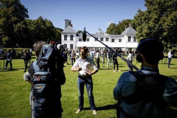 Premier Rutte geef dringend advies geen bijeenkomsten thuis te houden, maximaal 6 mensen