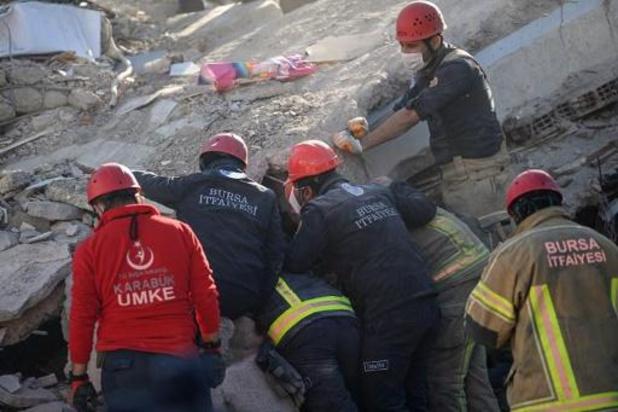 Une fillette de 3 ans sortie vivante des décombres du séisme après 65 heures