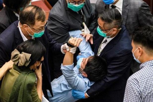 De nouveaux heurts ont éclaté jeudi au Parlement hongkongais