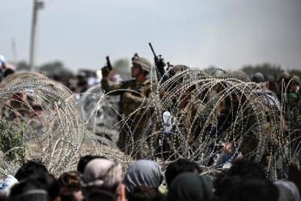 Talibans au pouvoir en Afghanistan - Au moins trois morts dans la foule qui attend à l'extérieur de l'aéroport de Kaboul