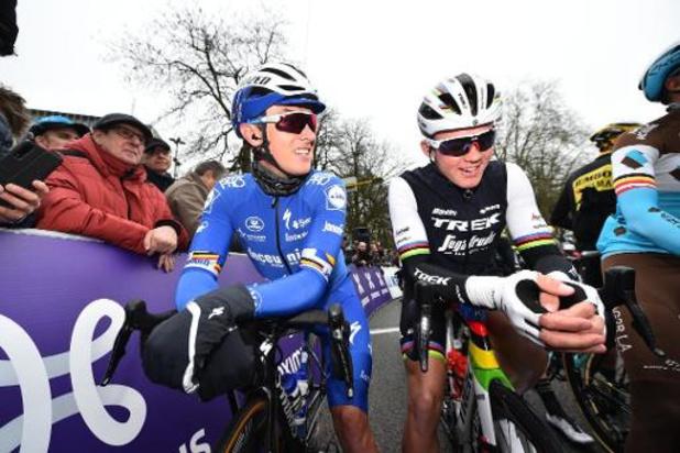 Kuurne-Brussel-Kuurne - Lampaert in koers aangereden door volgwagen van Trek-Segafredo