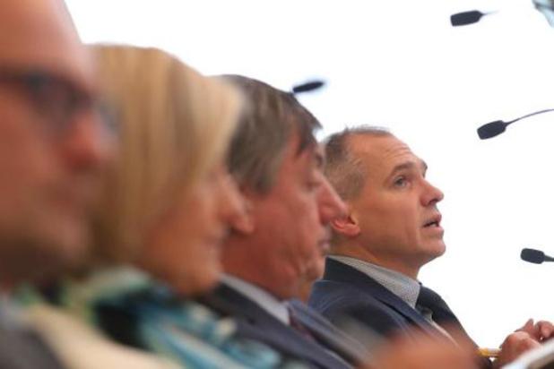 Regering wil het met 1.440 ambtenaren minder doen
