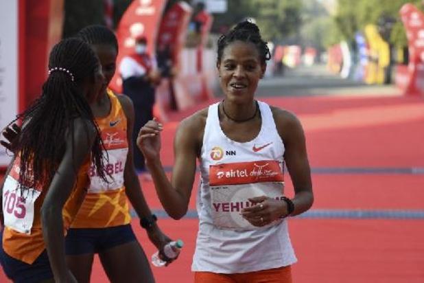 Ethiopische Yalemzerf Yehualaw duikt als eerste vrouw onder 64 minuten op halve marathon