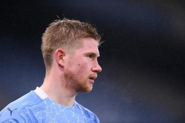 De Bruyne helpt City met assist aan zuinige zege tegen Brighton, AZ wint topper bij PSV
