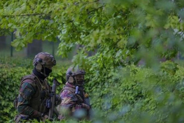 ZOEKACTIE NAAR GEWAPENDE MILITAIR: Zoekactie in park in Evergem nadat scholier dacht dat hij Conings zag
