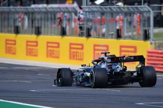 Hamilton s'impose en Grande-Bretagne malgré une crevaison dans le dernier tour