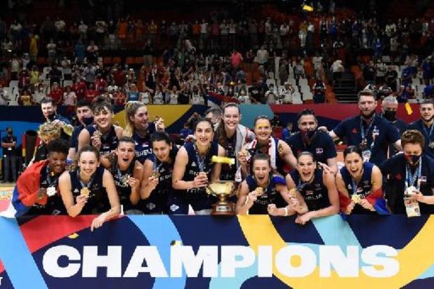 MVP de l'Euro de basket féminin et championne d'Europe, la Serbe Sonia Vasic porte-drapeau