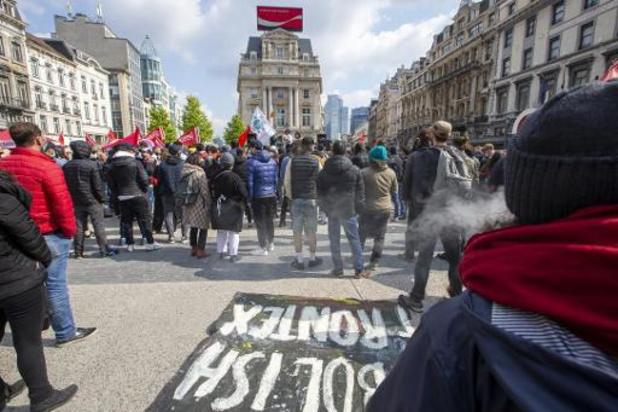 Vakbonden, en sociale, culturele en politieke verenigingen op straat voor strijdbare 1 Mei