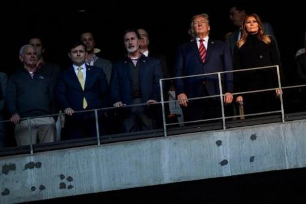 Donald Trump acclamé lors d'un match de football américain en Alabama