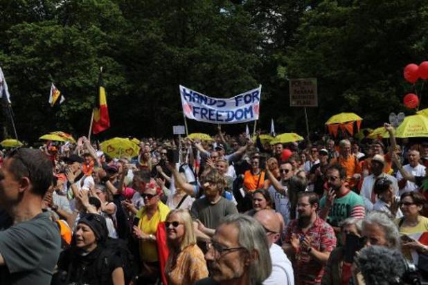 Quelques centaines de personnes au Bois de la Cambre contre les mesures sanitaires