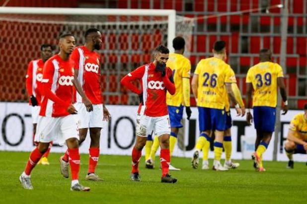 Jupiler Pro League - Quatrième défaite de suite pour le Standard, battu 1-2 par Saint-Trond