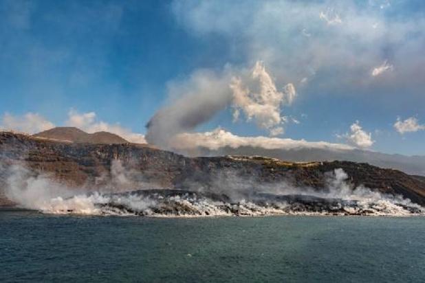 Volcan aux Canaries: nouvelle coulée de lave très liquide sur l'île de La Palma
