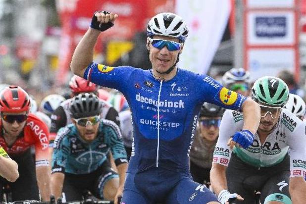 Jakobsen sprint naar zege in 4e rit Vuelta, Taaramäe blijft ondanks val in slot leider