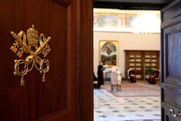 Paus zet Poolse bisschop aan de kant voor het negeren van pedofiliebeschuldigingen